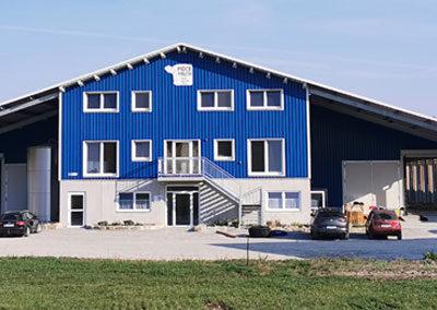 Ansicht neuer Milchviehstall mit Sozialgebäude Möck Milch, Milchviehbetrieb